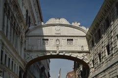 Mooie die Brug van Sighs op Rio De Palazzo O Canonica van een Gondel in Venetië wordt geschoten Reis, Vakantie, Architectuur 29 m royalty-vrije stock afbeelding