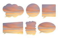 Mooie die hemel in de vorm van de bellentoespraak op wit wordt geïsoleerd Stock Foto's