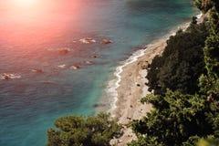 Mooie die kust hierboven wordt gezien van Stock Foto
