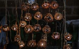 Mooie die lampen van kokosnotenshells worden gemaakt royalty-vrije stock afbeelding