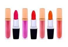 Mooie die lipglossen en lippenstokken, op wit worden geïsoleerd Royalty-vrije Stock Foto's