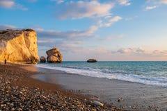 Mooie die middagmening van het strand rond Petra tou Romiou, ook als de geboorteplaats van Aphrodite wordt bekend, in Paphos, Cyp stock foto