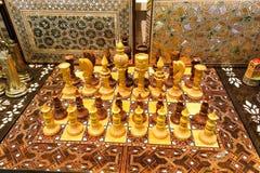 Mooie die schaakreeks, van hout, binnen op Istanboel Grote Baza wordt gemaakt Stock Foto