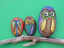 Mooie die uilvogels op steen worden geschilderd Stock Afbeeldingen