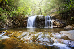 Mooie die Waterval in chiangmai van doiinthanon, Thailand wordt gevestigd Royalty-vrije Stock Afbeelding