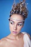 Mooie donkerbruin blonde jonge skiny vrouw in de mythologie van Griekenland royalty-vrije stock foto