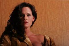 Mooie donkerbruine vrouw royalty-vrije stock afbeeldingen