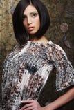 Mooie donkerbruine vrouw Stock Foto's