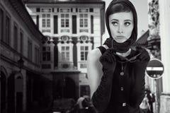Mooie donkerbruine vrouw Stock Afbeeldingen