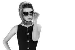 Mooie donkerbruine vrouw in een retro stijl Stock Afbeelding