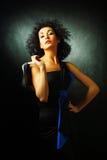 Mooie donkerbruine vrouw met Afrikaans kapsel Stock Fotografie