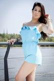 Mooie donkerbruine vrouw op openlucht Royalty-vrije Stock Foto