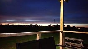 Mooie donkere wolken na onweer stock fotografie
