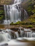 Mooie Draperende Waterval in de Dallen van Yorkshire, Engeland Royalty-vrije Stock Foto's