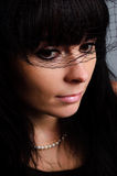 Mooie droevige vrouw in zwarte sluier royalty-vrije stock fotografie