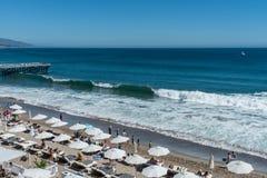 Mooie duidelijke de zomerdag bij de Paradijsinham, Malibu, Californië stock afbeeldingen
