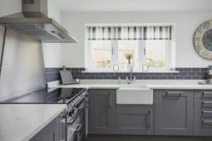 Mooie Eigentijdse Keuken royalty-vrije stock afbeeldingen