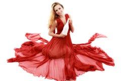 Mooie elegante vrouw in rode kleding met een glas champagne c Stock Afbeeldingen