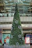 Mooie en creatieve Kerstboomdecoratie bij Jurong-Puntwinkelcomplex Stock Afbeelding