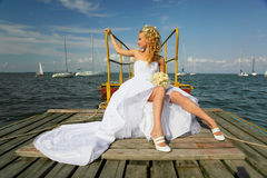 Mooie en gelukkige bruid Stock Fotografie