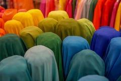 Mooie en kleurrijke stof op een rij Stock Afbeelding