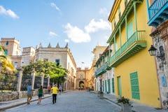 Mooie en kleurrijke straat in La Havana Old City stock foto