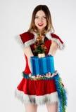 Mooie en sexy Kerstmisvrouw met gift Royalty-vrije Stock Foto