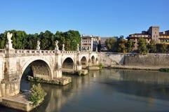 Mooie Europese rivierbrug Royalty-vrije Stock Foto's