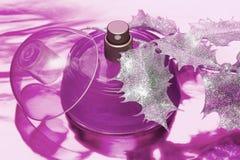 Mooie fles parfum royalty-vrije stock afbeeldingen