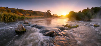 Mooie fogy rivierochtend Stock Afbeeldingen