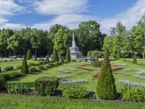 Mooie fontein in het park royalty-vrije stock afbeelding