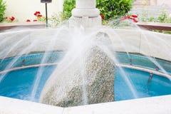 Mooie fontein in het park Stock Foto