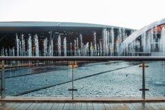 Mooie fonteinen bij dagonderbreking stock foto