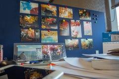Mooie foto's van toeristische attracties op de verdeling van het het werkbureau stock foto's