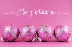 Mooie fuchsiakleurig roze feestelijke snuisterijornamenten met steekproeftekst Stock Afbeeldingen