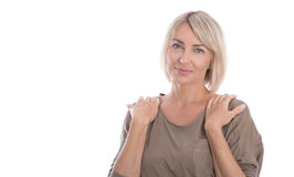 Mooie geïsoleerde blonde rijpe vrouw over witte achtergrond Stock Afbeeldingen