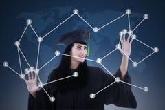 Mooie gediplomeerde met sociaal netwerkconcept royalty-vrije stock afbeelding