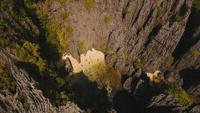 Mooie geheime tropische lagune, luchtmening Tropisch Eiland stock videobeelden