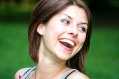 Mooie, gelukkige jonge vrouw Stock Afbeeldingen