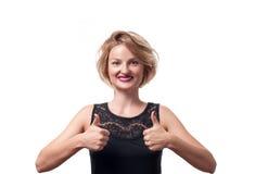 Mooie gelukkige vrouw die duim tonen Royalty-vrije Stock Fotografie