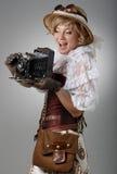 Mooie gelukkige vrouw met retro camera stock afbeeldingen