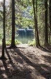 Mooie gezichtspuntoever van het meer bij St Anameer, Transsylvanië, Romein Royalty-vrije Stock Afbeeldingen