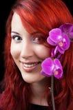 Mooie Gezonde Vrouw met de bloem van de Orchidee. royalty-vrije stock foto