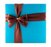 Mooie giftbox die op wit wordt geïsoleerde Stock Afbeelding
