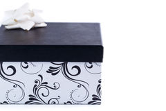 Mooie giftdoos op een witte achtergrond stock afbeeldingen