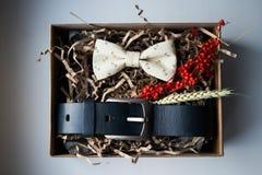 Mooie giften, een riem en een vlinderdas Royalty-vrije Stock Afbeelding