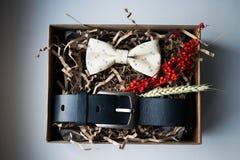 Mooie giften, een riem en een vlinderdas Royalty-vrije Stock Fotografie