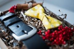 Mooie giften, een riem en een vlinderdas Royalty-vrije Stock Foto