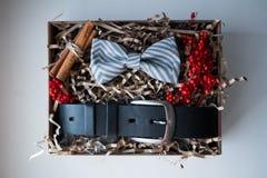 Mooie giften, een riem en een vlinderdas Royalty-vrije Stock Foto's