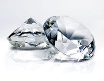 Mooie glanzende diamanten, op witte achtergrond stock foto's